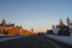 Jechać na autostradzie po śniegu Zdjęcie Royalty Free