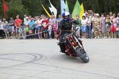 Jechać na motocyklu bez ręk Zdjęcia Stock
