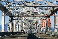 Jechać na Richmond, San Rafael moscie John F - McCarthy pomnika most na słonecznym dniu, San Fransisco zatoka, Kalifornia obrazy stock