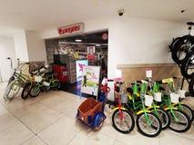 Jechać na rowerze sklep Pegas przy AFI Cotroceni, Bucharest obrazy royalty free