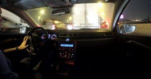 Jechać w nocy miasta ruchu drogowym zbiory wideo
