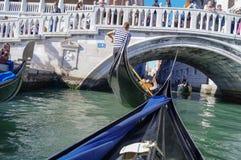 Jechać na gondoli w Wenecja Zdjęcie Stock