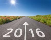 Jechać na pustej drodze w kierunku nowy 2016 Zdjęcia Stock