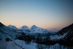 Jechać przez Ersfjordbotn gór Fotografia Royalty Free