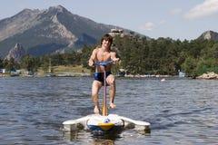 jedź rowerów nastolatków wody obraz royalty free
