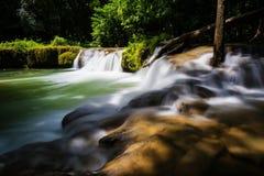 Jed-Sao-Noi vattenfall, Saraburi Arkivfoto