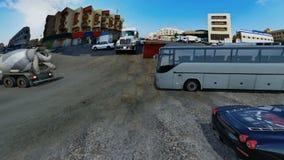 Οδός στο νότο Jeddah με τα αυτοκίνητα και των φορτηγών με το σαφή ουρανό στην ημέρα φιλμ μικρού μήκους