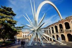 Jedem Jahr zur Weihnachtszeit, in Verona-Stadt wird ein Komet zusammengebaut Stockfotos