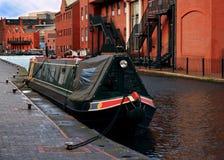Jeden łódź na Birmingham kanale Zdjęcie Stock