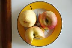 Jeden bonkreta i dwa jabłka Obraz Stock