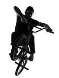 Mężczyzna bmx postaci akrobatyczna sylwetka Zdjęcia Royalty Free