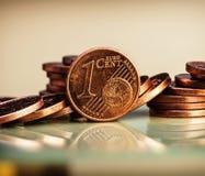 Jeden cent menniczy jest na monetach banka euro pięć ostrości sto pieniądze nutowa arkana Obraz Stock