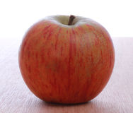 jeden czerwone jabłka Obrazy Royalty Free