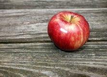 jeden czerwone jabłka Zdjęcie Royalty Free