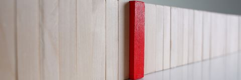 Jeden czerwonego zwycięzcy drewnianego bloku loteryjny rząd Zdjęcie Stock