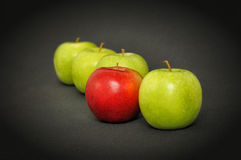 Jeden czerwony jabłko i kilka zieleń Fotografia Royalty Free