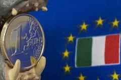 Jeden euro menniczy, flaga Włochy Obraz Royalty Free