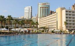 Jeden gigantyczni baseny przy luksusowym Mövenpick hotelem w Bejrut zdjęcie royalty free