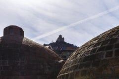 Jeden katedry lokalizować nad siarką kąpać się w Tbilisi Obraz Stock