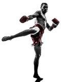 Jeden mężczyzna ćwiczy tajlandzką bokserską sylwetkę Obrazy Royalty Free