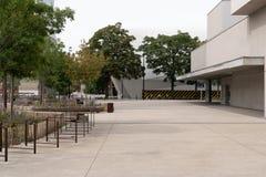 Jeden miejsca układający i podnoszący między nowymi budynkami zdjęcia royalty free