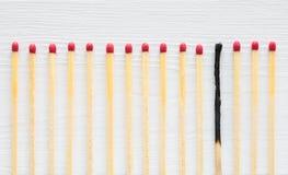 Jeden oparzenie za dopasowaniu w rzędzie świezi ones Burnout pojęcie obraz stock