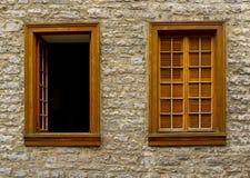 jeden otwarty dwa okno Obrazy Royalty Free