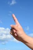 Jeden palec ludzka ręka na niebieskim niebie Zdjęcie Royalty Free