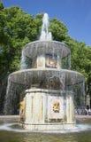 Jeden para ` ` Romańskie fontanny zamyka up Dziejowy punkt zwrotny Peterhof Fotografia Stock