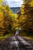 Jeden pas ruchu droga gruntowa w jesieni Nowy Jork - Connecticut wzgórze - Fotografia Stock