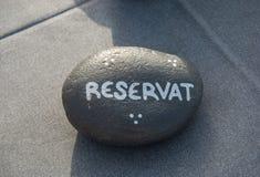 Jeden plaża kamień z zarezewowaną inskrypcją above Obraz Royalty Free