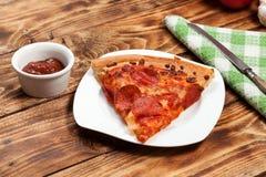 Jeden plasterek pizza obrazy stock