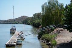Jeden pontony port Alcoutim na Rio Guadiana obrazy stock