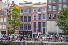Jeden popularni przyciągania w Amsterdam AMSTERDAM LIPIEC - Anne Frank muzeum i dom - holandie - zdjęcia stock