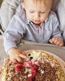 Jeden roczniak chłopiec świętuje jego pierwszy urodziny Fotografia Stock