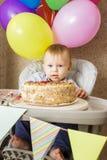 Jeden roczniak chłopiec świętuje jego pierwszy urodziny Zdjęcia Royalty Free