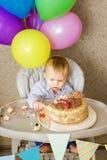 Jeden roczniak chłopiec świętuje jego pierwszy urodziny Obraz Royalty Free
