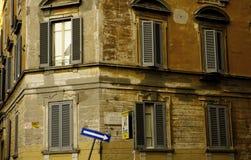 Jeden sposobu znak uliczny w Rzym Włochy Zdjęcie Royalty Free