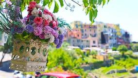 Jeden stare pięć sławnych kolorowych wiosek Cinque Terre park narodowy w Włochy Zbliżenie na pięknych kwiatach zbiory