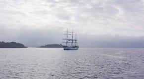 Jeden statek w morzu, Norwegia Zdjęcia Royalty Free