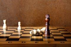 Jeden szachowy królewiątko dominuje inny obraz royalty free