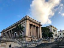 Jeden uniwersytecki blok w Hawańskim, Kuba obrazy stock