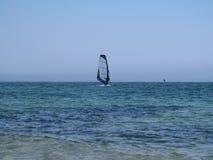 Jeden windsurfer w morzu Zdjęcia Stock