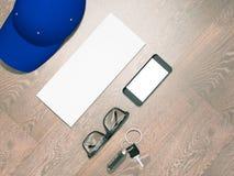 Jeder Tag führen Manneinzelteilsammlung: Gläser, Kappe, Schlüssel Stockfotografie