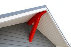 Jedes Haus benötigt Dach-Überhänge Abbildung des herausgestellten Dachaufbaus Stockbilder