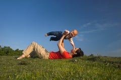 Jedes Kind kann 2. fliegen. Stockbilder