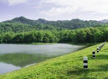 Jedkod国家公园的,泰国小山湖 免版税图库摄影