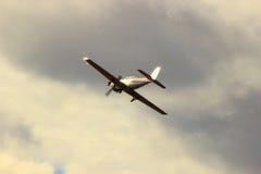 Jednosilnikowy samolot w Pogodnej łunie Obrazy Stock