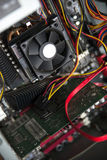 JEDNOSTKI CENTRALNEJ cooler na computer& x27; s płyta główna Zamyka w górę widok Zdjęcia Royalty Free