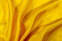 Jedwabniczy tło, tekstura żółta błyszcząca tkanina Zdjęcie Stock